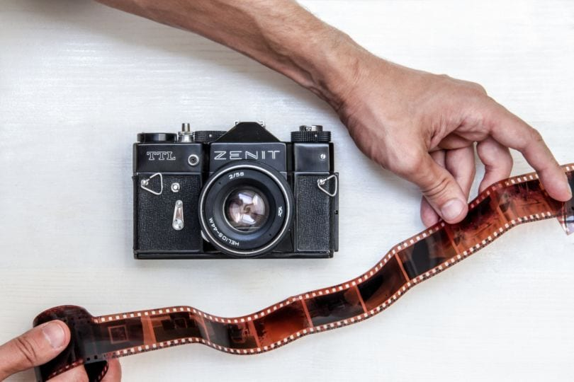 alte-kamera-mit-film