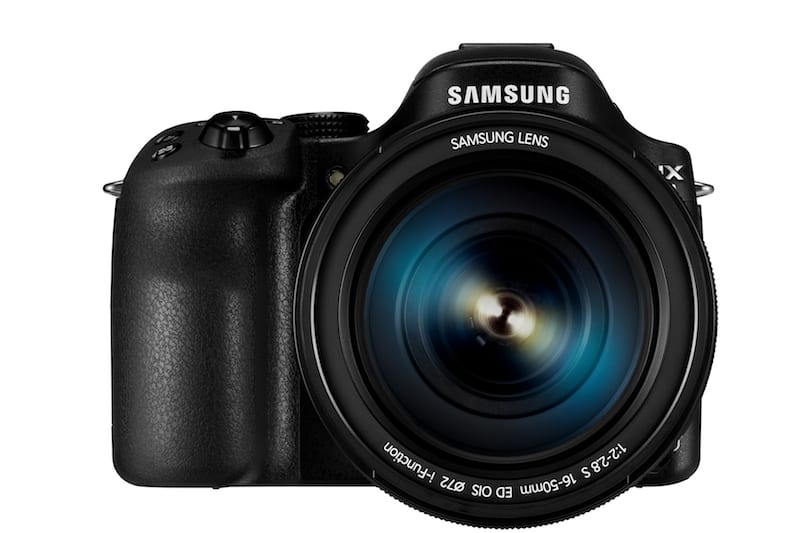 Samsung NX30-and-16-50mm-1