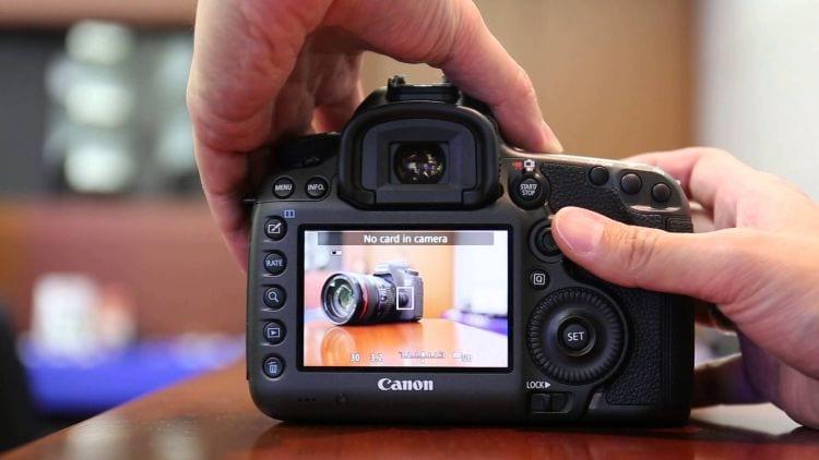 Eine Canon DSLR mit optischem Sucher, in diesem Fall im Live-View-Modus (Quelle Bild: Jim Lin / YouTube)