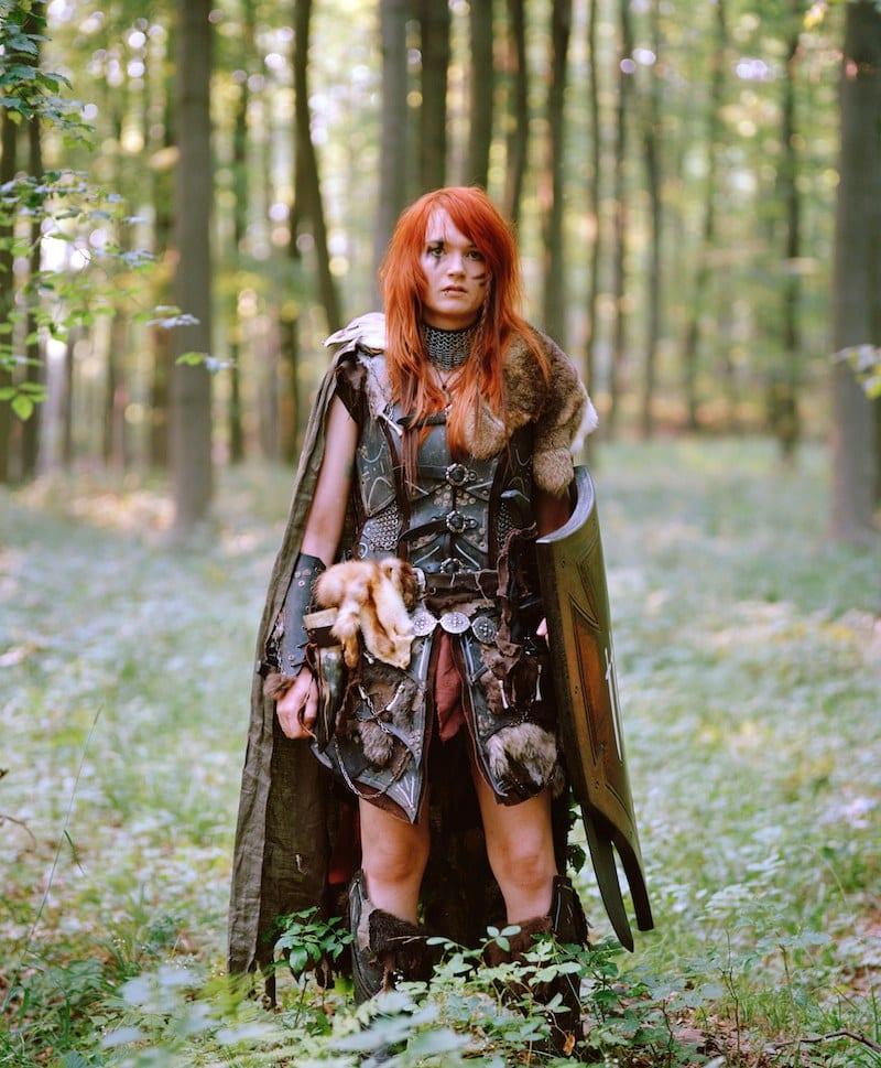 Patricia Kühfuss, Hannover, 25 Jahre, Deutscher Jugendfotopreis 2014 Aus der Serie: Intime-Outtime Titel: Portrait von Alexandra, 18, als Barbarin