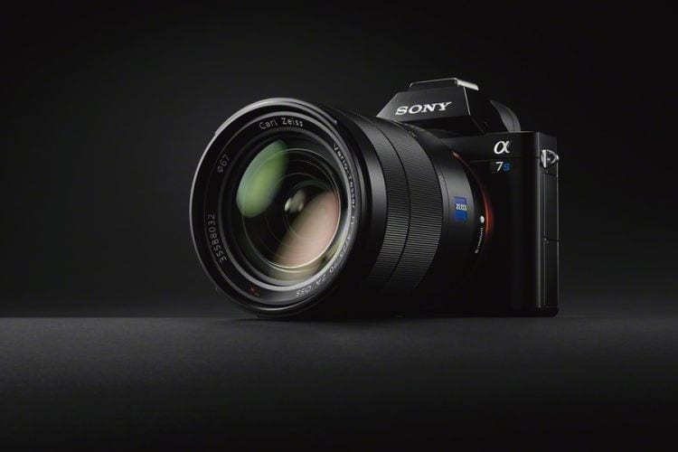 Die Sony A7s ist eine der wenigen spiegellosen Vollformatkameras, die derzeit angeboten werden.